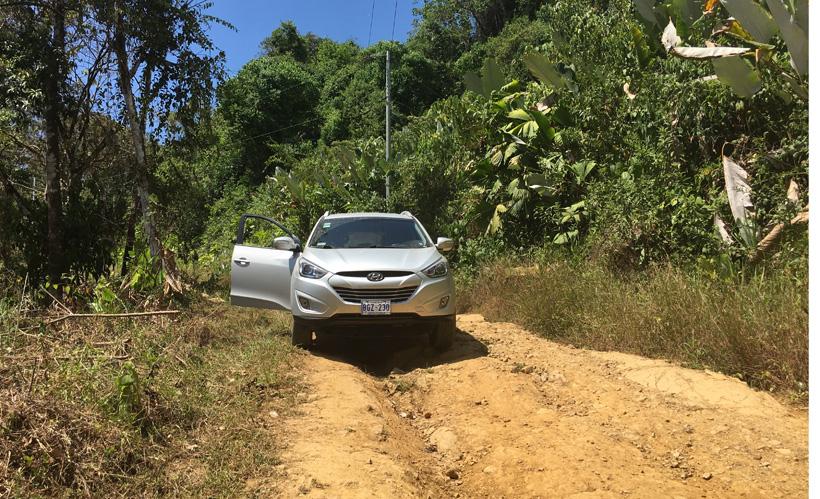 dirt road in Ojochal in Costa Rica