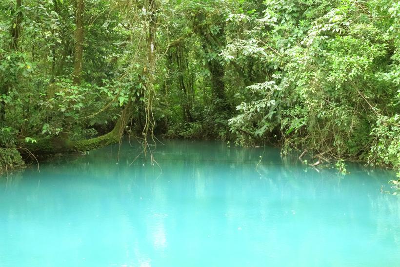 laguna azul in rio celeste