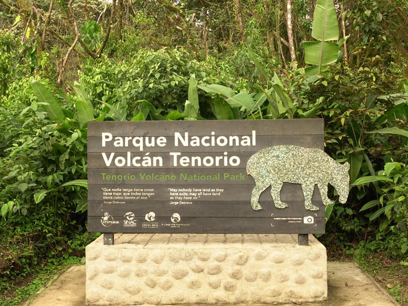 entrance parque nacional volcan tenorio