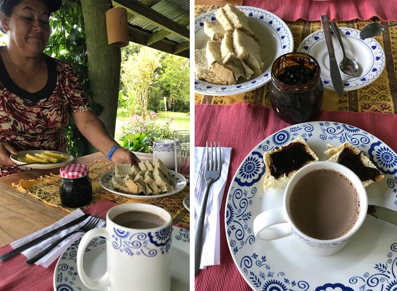 ontbijt op chocoladeboerderij Finca Amistad