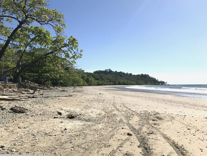 autosporen op strand van Manzanillo