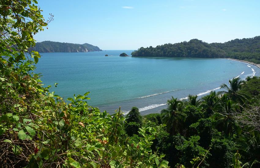 uitzicht op de baai van Curu Wildlife Refuge