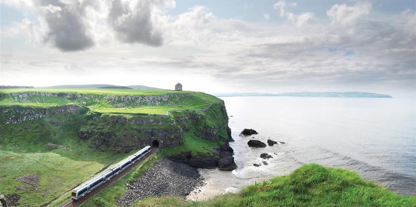 met de trein door Noord-Ierland