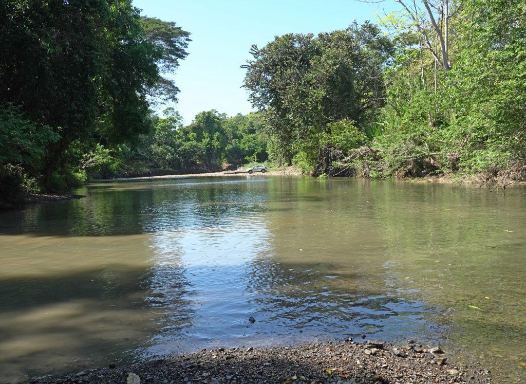 grote rivieroversteek aan de Rio Ario