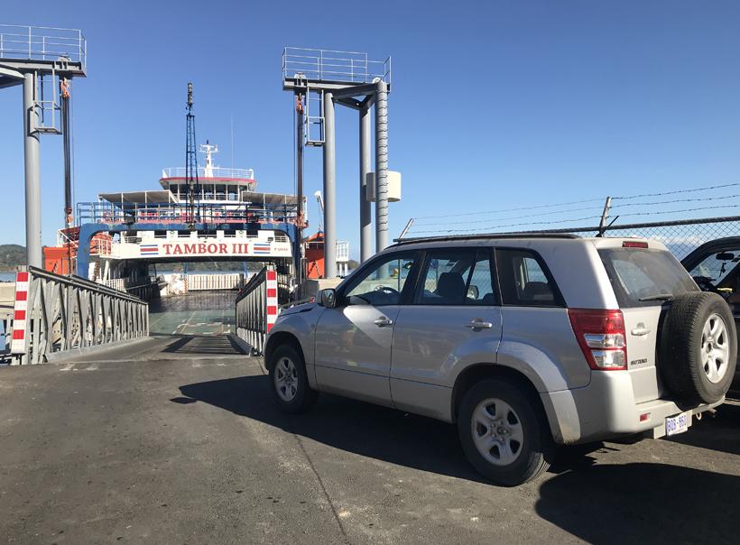 met de auto op de ferry naar Puntarenas