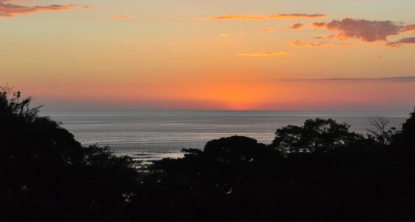 zonsondergang zicht bamboo room ojochal