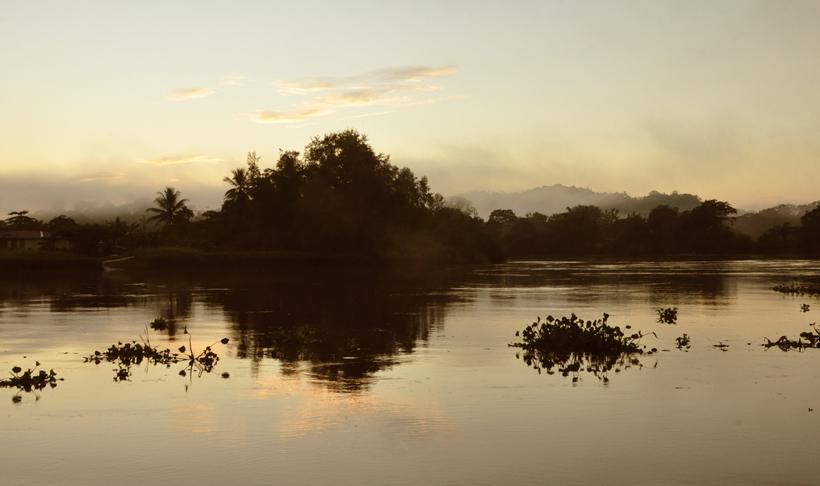 zonsopgang aan de Sierpe rivier