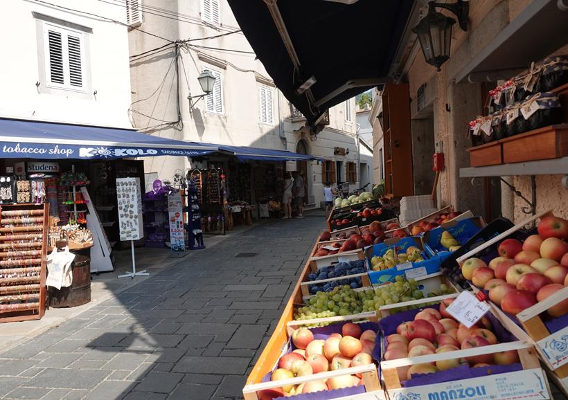 steegjes en winkeltjes in Cres