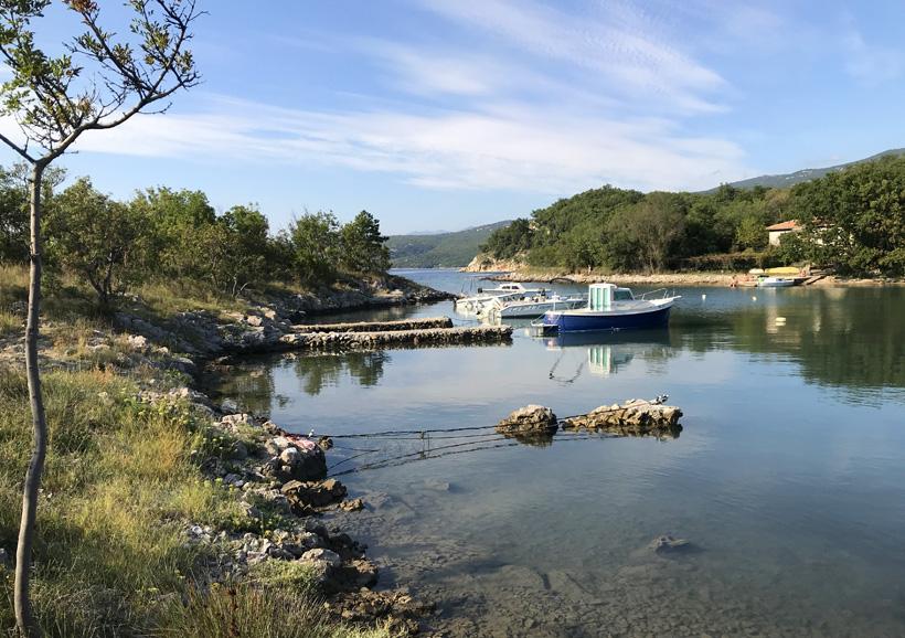 klein haventje bij Ikk beach jodranovo