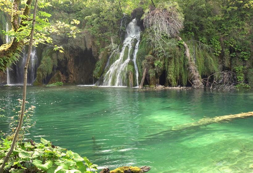 watervallen in turqoise water Plitvice
