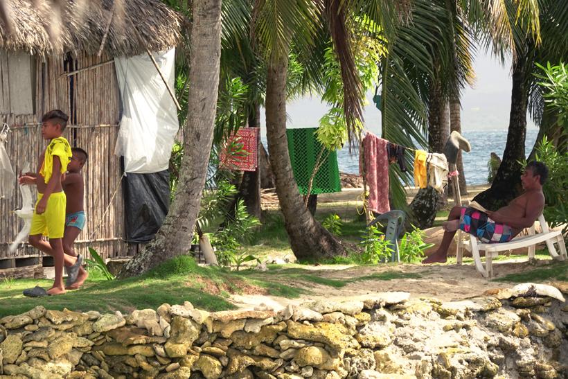 dorpsleven Kuna indianen op Naranjo Chico