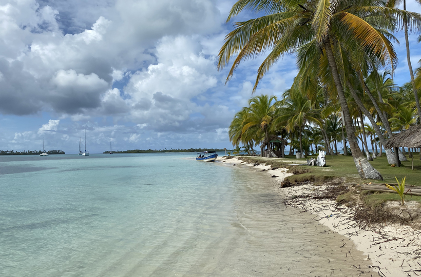 zeilschepen aan Dutch Cays in San Blas