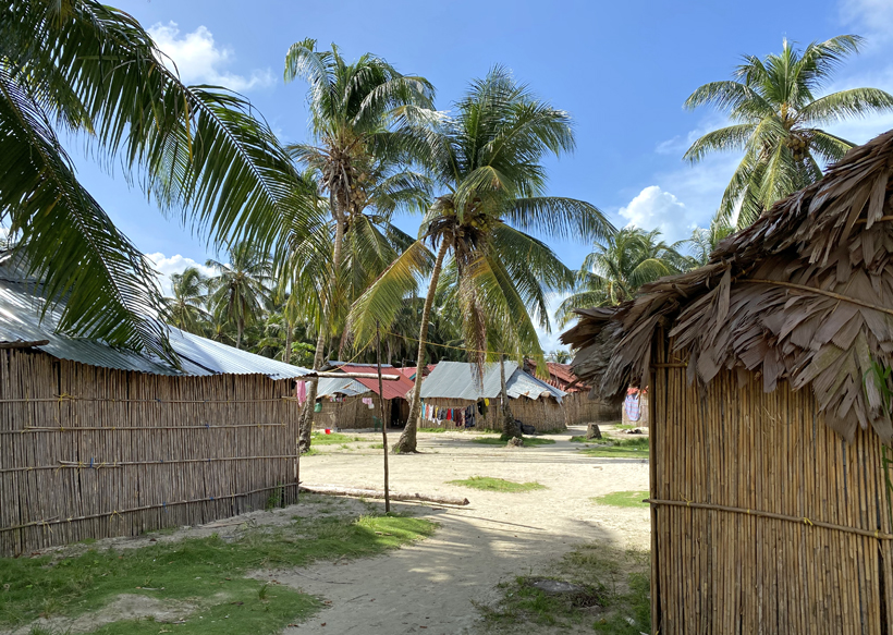 Kuna Yala dorp op Naranjo Chico Sna Blas