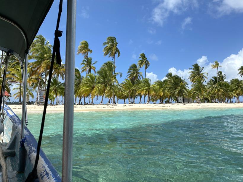 aankomst op onbewoond eiland in San Blas