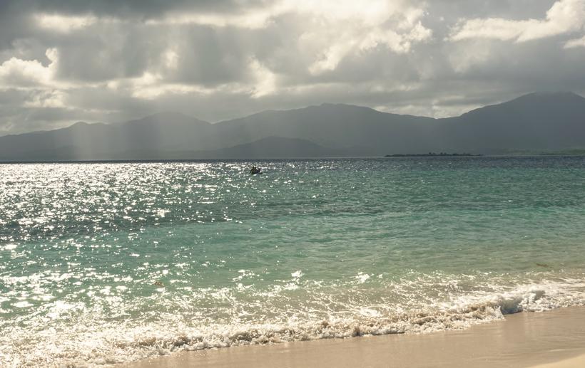 Zicht vanop eiland Naranjo Chico op vasteland San Blas