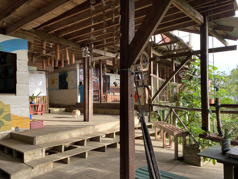 gemeenschappelijk terras La Republica Pachamama
