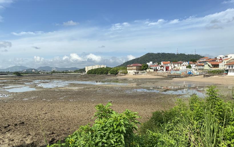 zicht op el chorillo bij laagtij Panama City