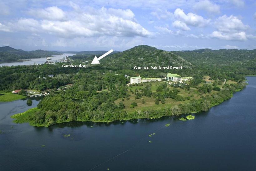 luchtfoto Gamboa en resort