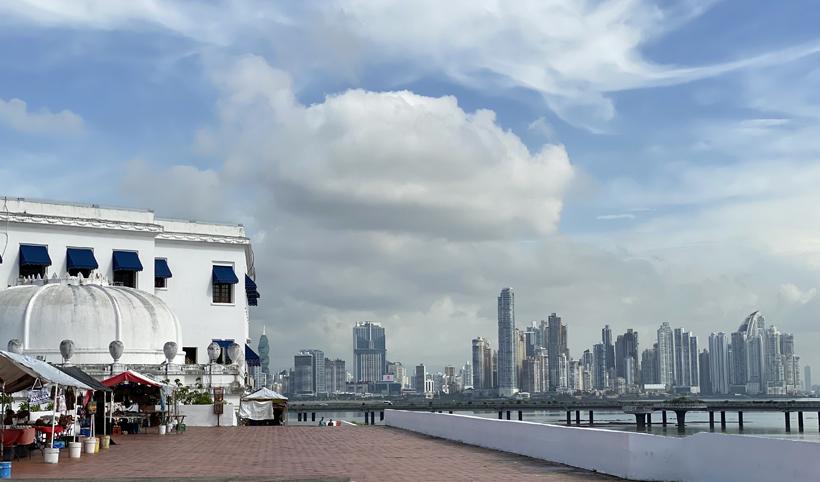 zicht op skyline panama city