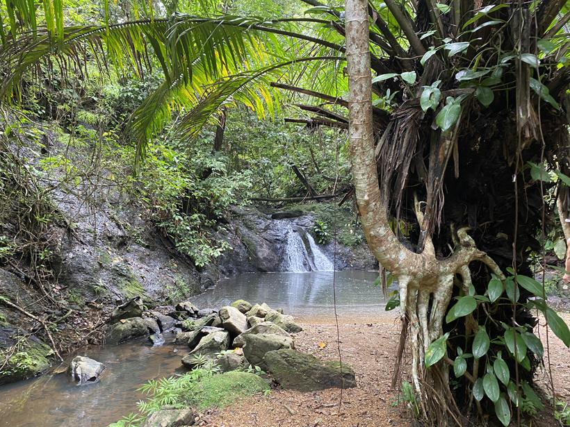 waterval tijdens kajak vanuit Jungle land