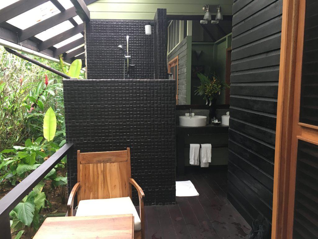 outdoor badkamer op isla colon bocas