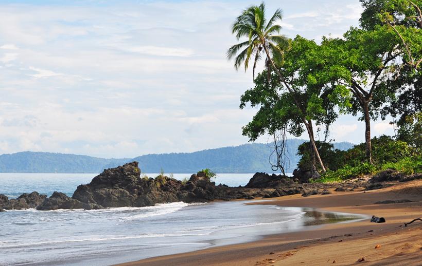 drake bay trail langs strand en zee
