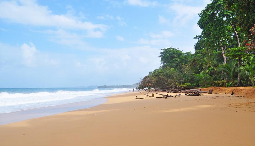 bluff beach strand op isla colon