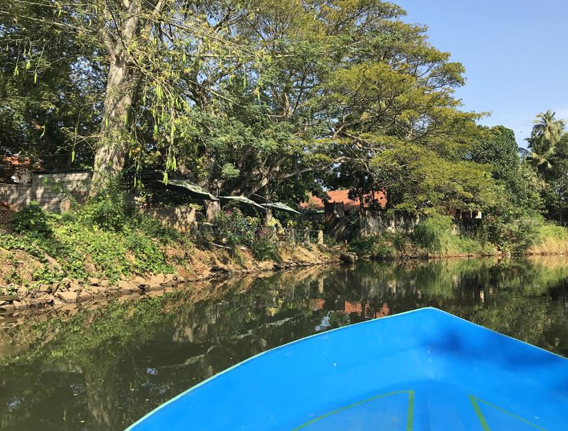 canal tour meert aan logement in Negombo aan