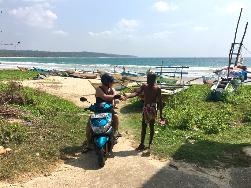 visser op strand van marakatiyara