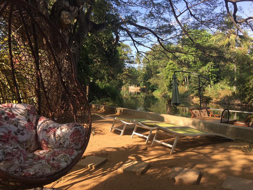 terras aan kanaal in Negombo