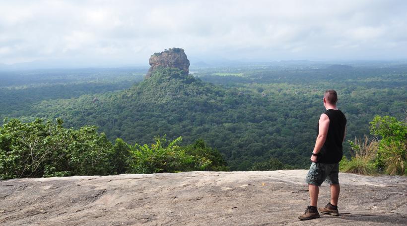 zicht op Sigiriya rots vanop Pidurangala  rots