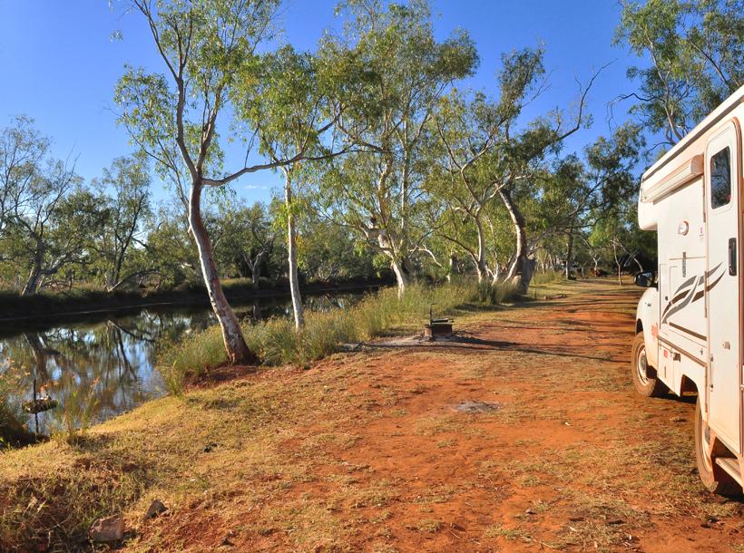 camping bij rivier in emu creek
