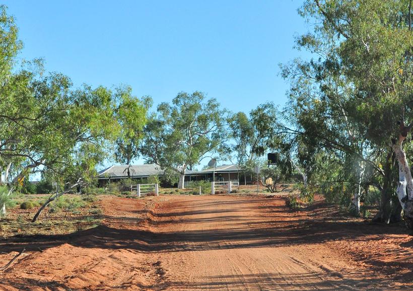 van camping emu creek naar hoofdgebouw