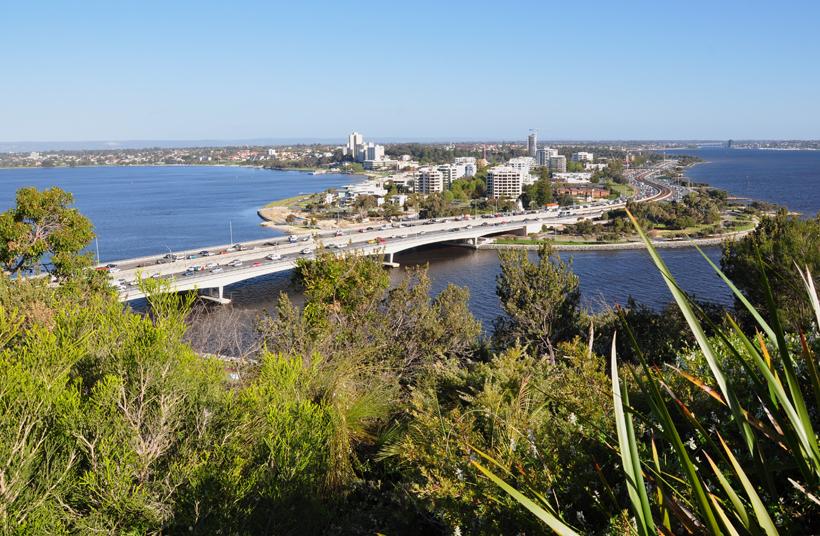 zicht vanuit park op Perth