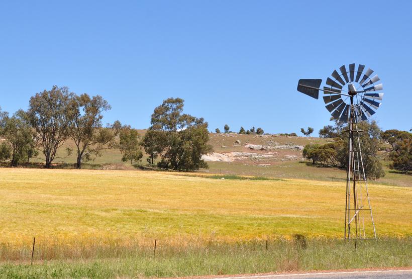 watermolen in graanschuur western australia