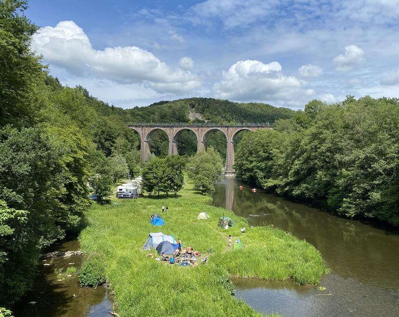 camping bij brug viaduct Herbeumont