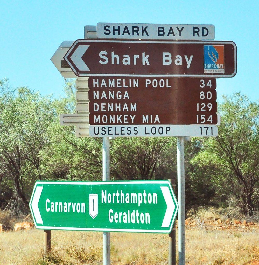 wegwijzers naar shark bay