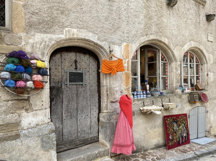 winkeltje in oud huis Vezelay
