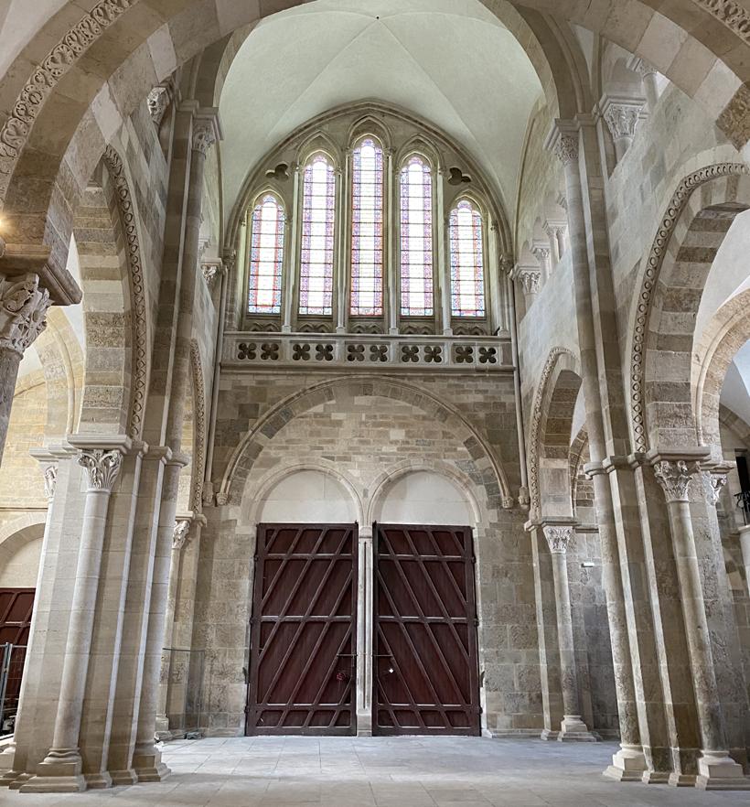 Interieur basiliek Vezelay