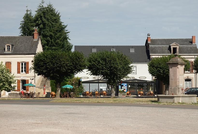 dorpsplein saint leger-sous-beuvray