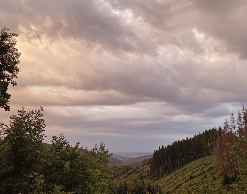 uitzicht les Clements in glux-en-glenne onweer