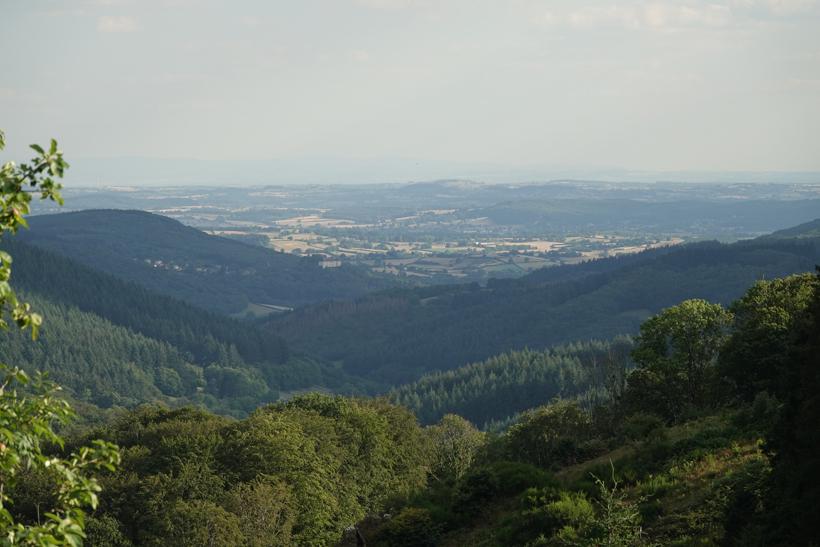 uitzicht op Autun vanuit natuurhuisje Les Cléments in Glux-en-Glenne