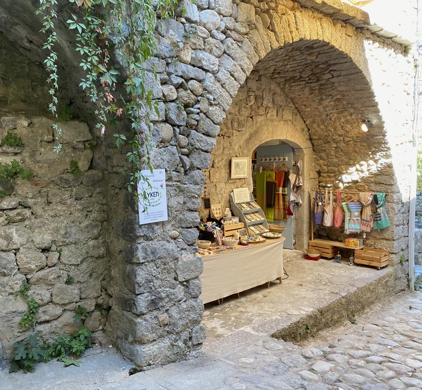 Labeaume winkeltje stenen gewelf