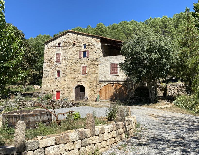 Pratazegat rustig vakantiehuisje met tuin in Ardèche
