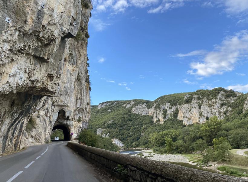 rijdens langs de gorge d'Ardèche