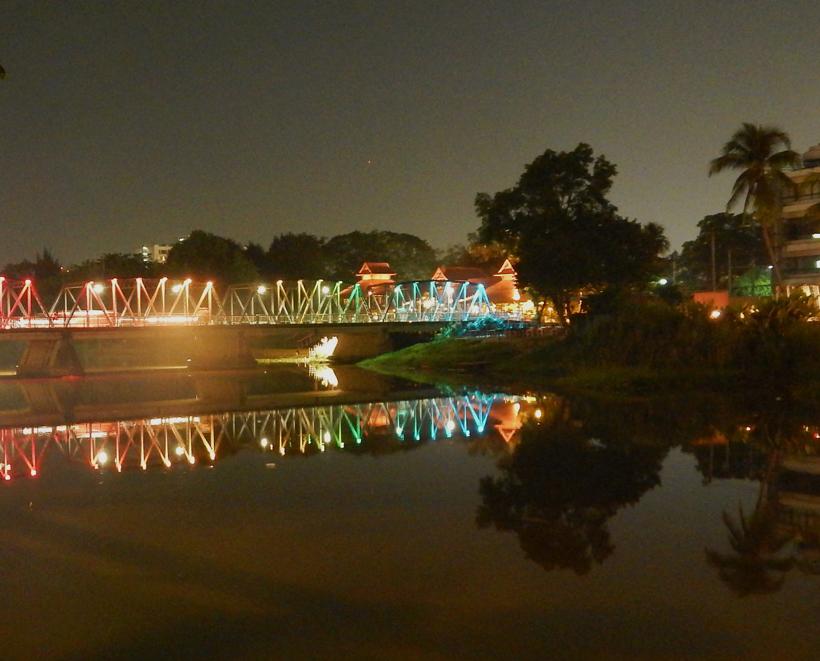 Chiang mai brug naar het centrum