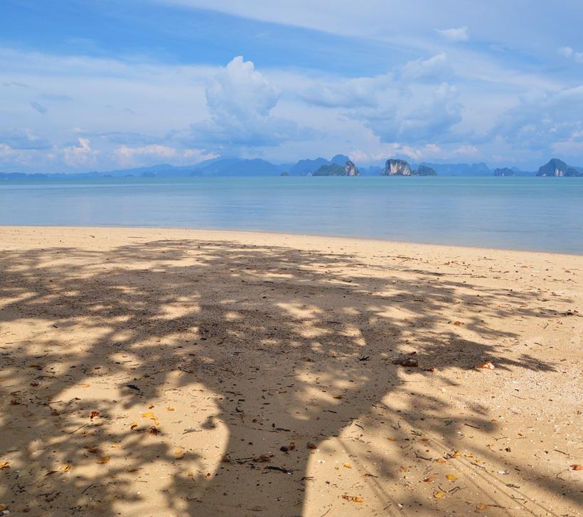 strand op koh Yao Noi in Zuid-Thailand