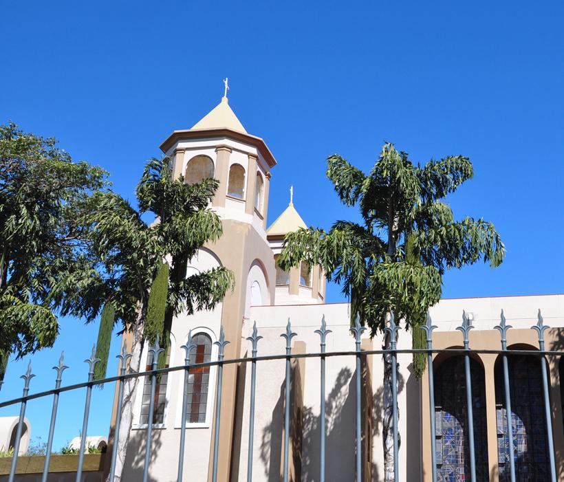 kerk vlakbij logement bij de luchthaven van San José