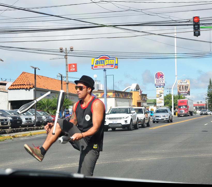 rijden in chaos verkeer San José