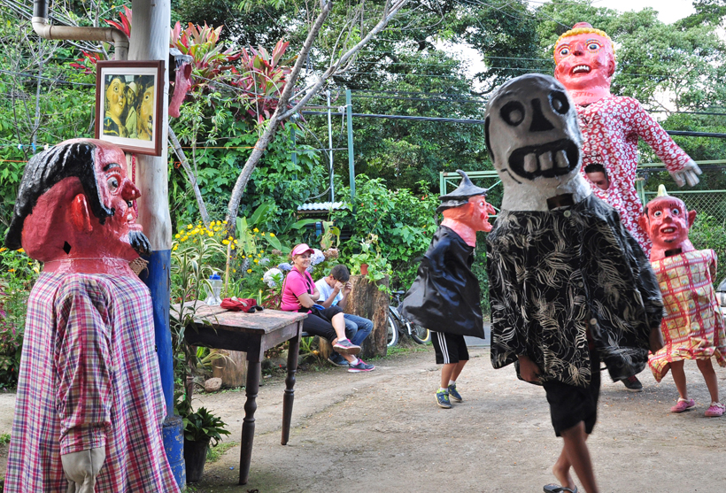 dansen met maskers in San José